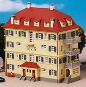 Kibri 37165 (7165) - Mehrfamilienhaus mit Balkon - N