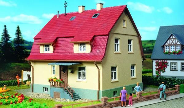 Kibri 38160 (81460) - Wohnhaus mit Mansarde - H0