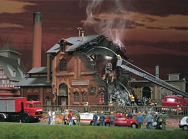 Vollmer 45601 - Brennende Fabrik mit Flackerlicht - H0 (5061)