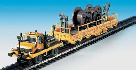 Kibri 16062 - Zweiwege UNIMOG m. Fahrleitungsbauwagen - H0