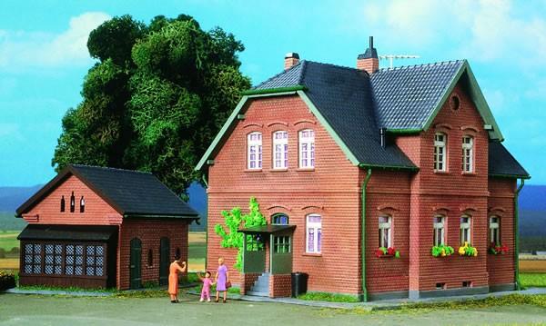 Kibri 38192 (8192) - Werkswohnhaus Bottrop mit Nebengebäude- H0