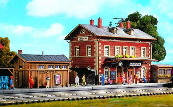 Kibri 39504 - Bahnhof Langenthal mit Nebengebäude - H0