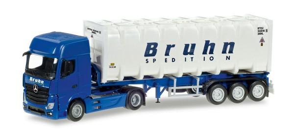 "Herpa 307796 - Mercedes-Benz Actros Giga Bulkcontainer-Sattelzug ""Bruhn"" - 1:87"