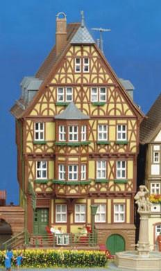 Kibri 38902 (8902) - Hohes Haus mit Erker Miltenberg - H0