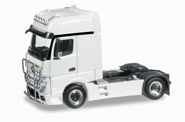 herpa 301664-004 - Mercedes-Benz Actros Gigaspace Zugmaschine mit Rammschutz und Lampenbügel, weiß -