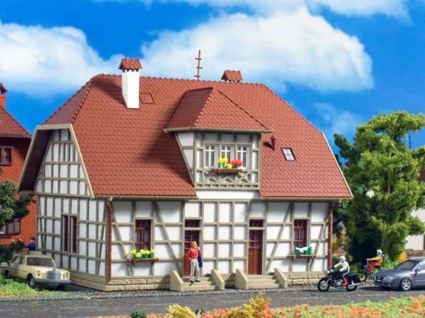 Vollmer 43649 - Siedlungshaus mit Fachwerk - H0 (3649)