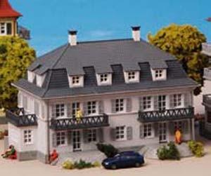 Kibri 37169 - Stadthaus mit Balkon und Terrasse - N