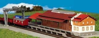 Kibri 36606 (6606) - Güterhalle mit Überladekran und Freiladerampe - Bausatz - Z